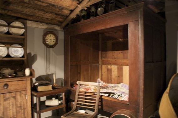 Caithness Box Bed.jpg